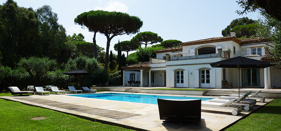 SAINT TROPEZ - Beautiful property at only 5 min from village...
