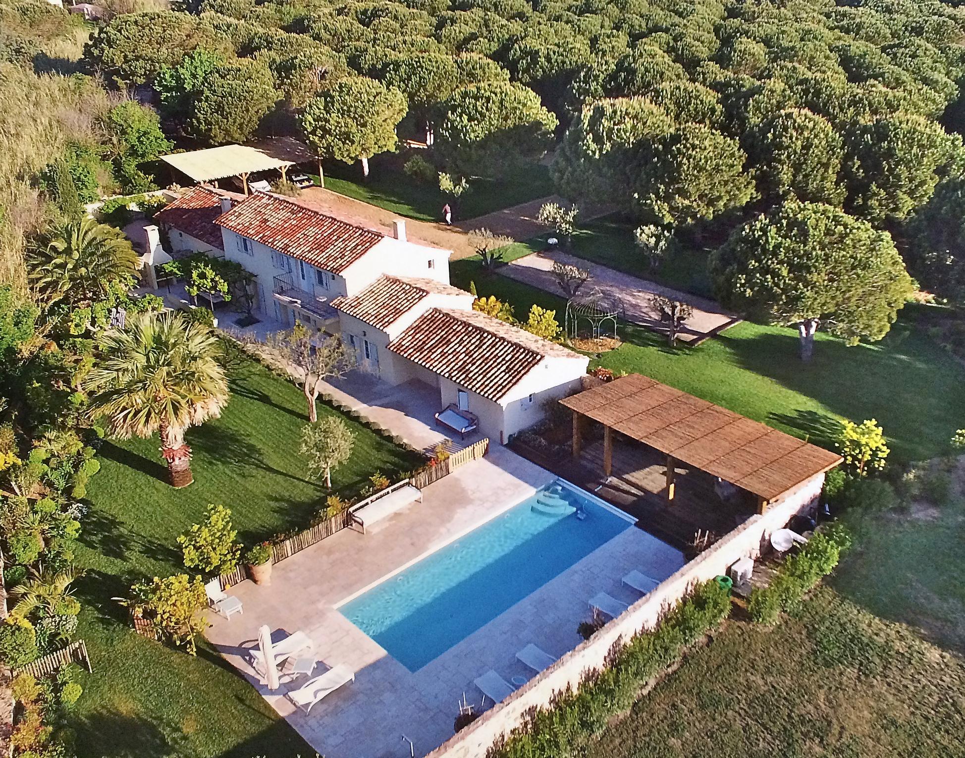 Charming provençal bastide facing South